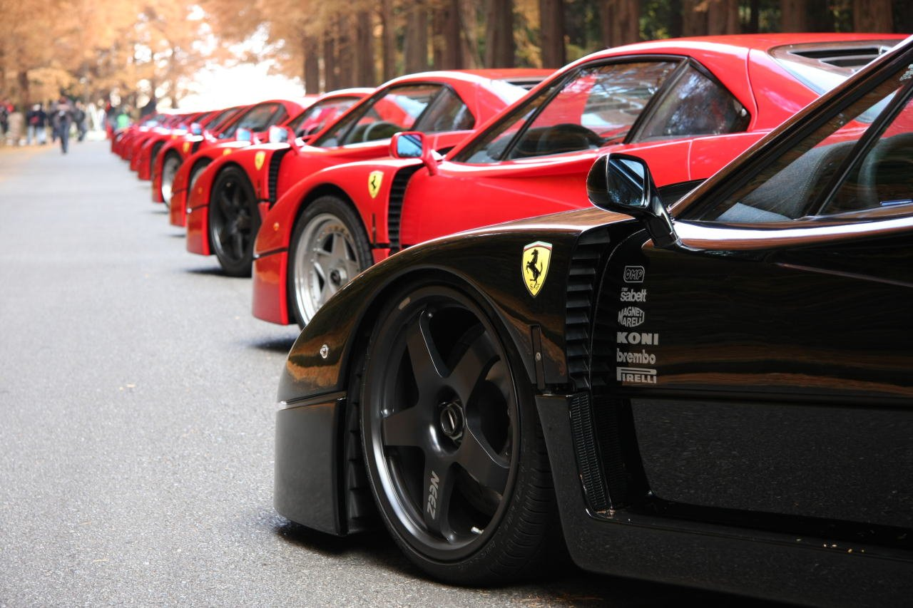 http://autoinjected.files.wordpress.com/2012/03/ferrari-f40-show.jpg